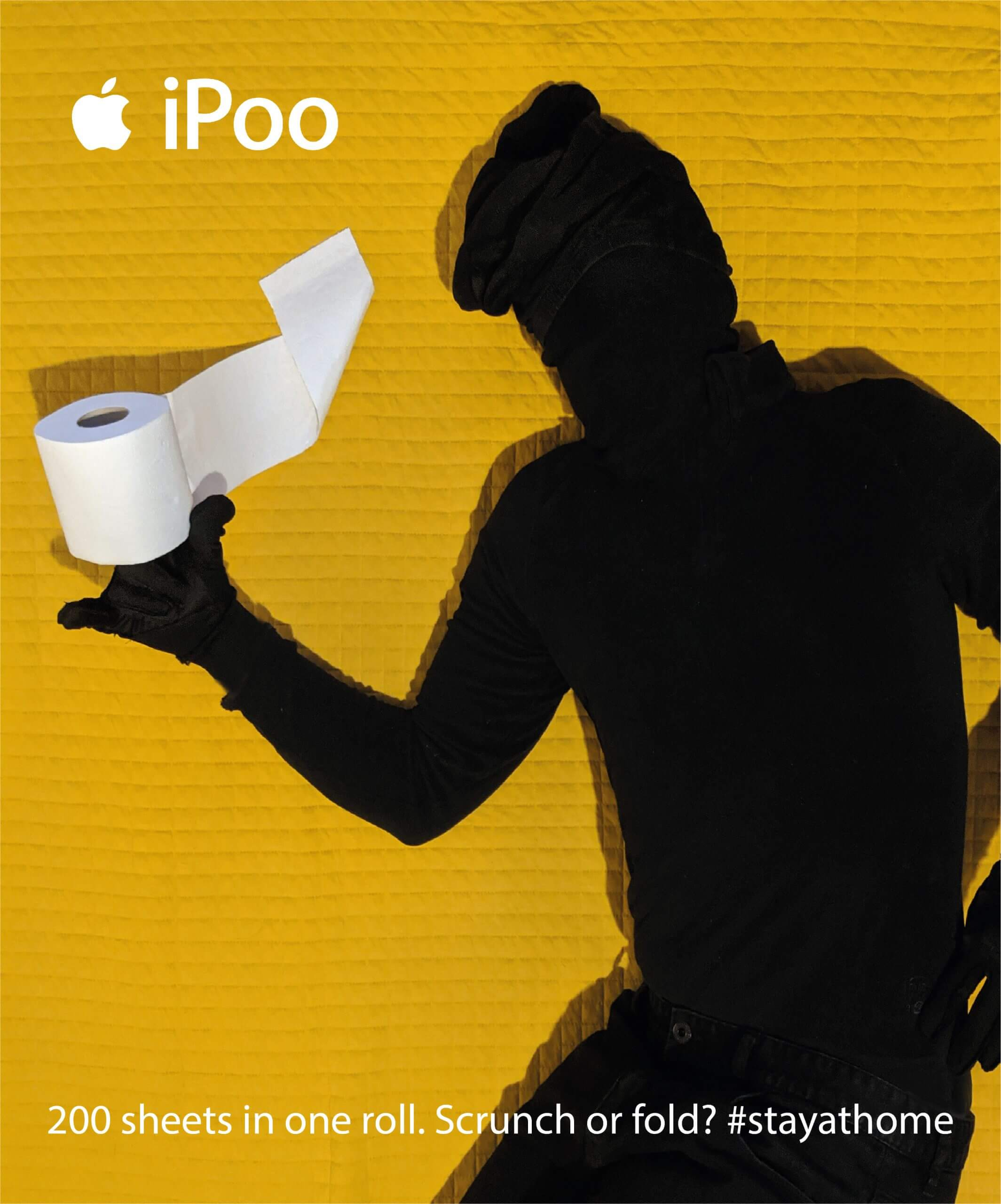 Man holding a loo roll